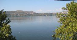 ΜΟΝΑΔΙΚΟ ΔΙΑΜΕΡΙΣΜΑ μπροστά στην λίμνη